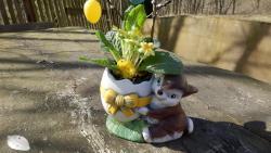 zajíc a kraslice keramická osazovací dekorace na velikonoce