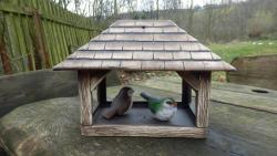 keramické krmítko pro ptáky